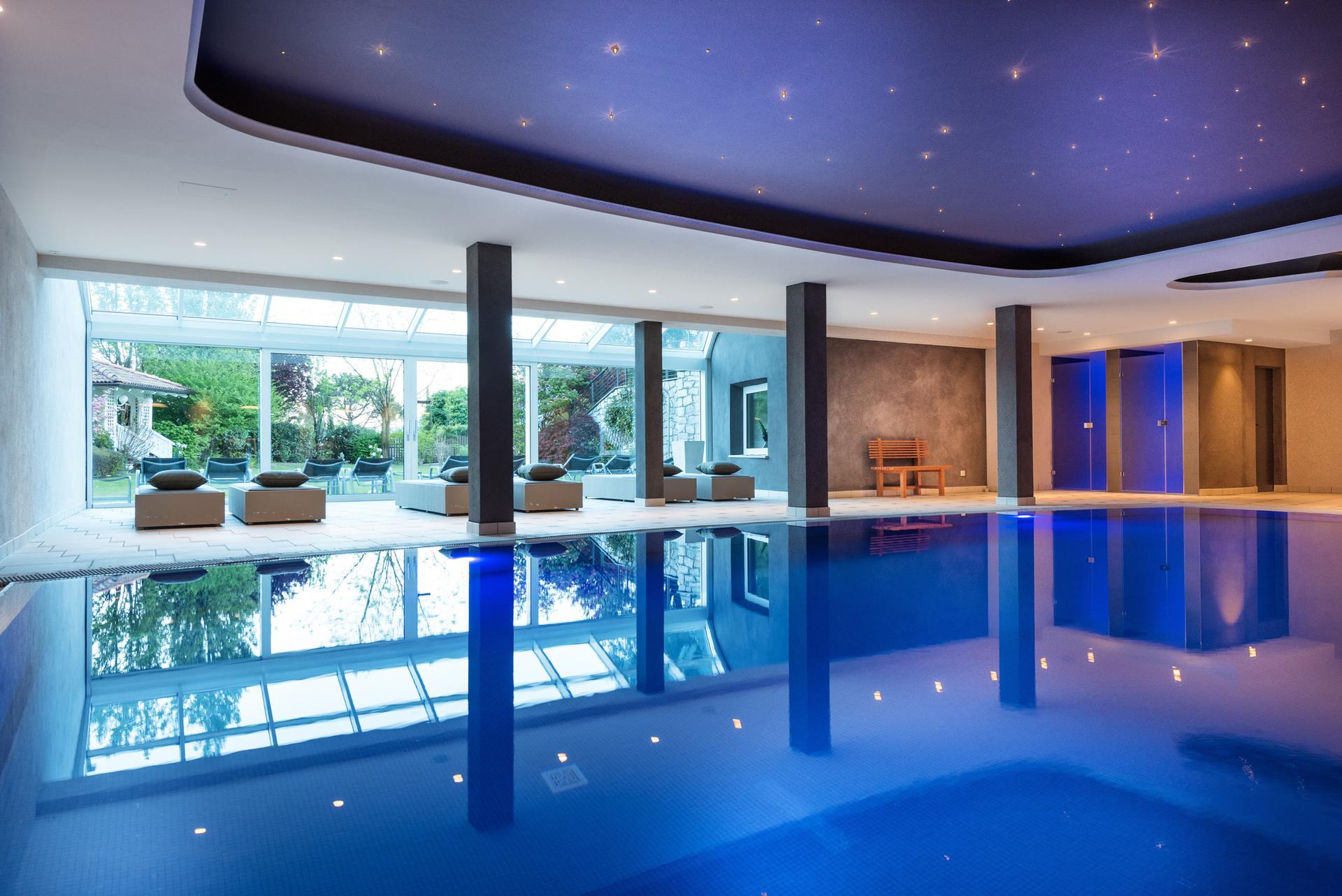 Hotel mit schwimmbad 4 sterne hotel fayn algund for Design wellnesshotel nrw