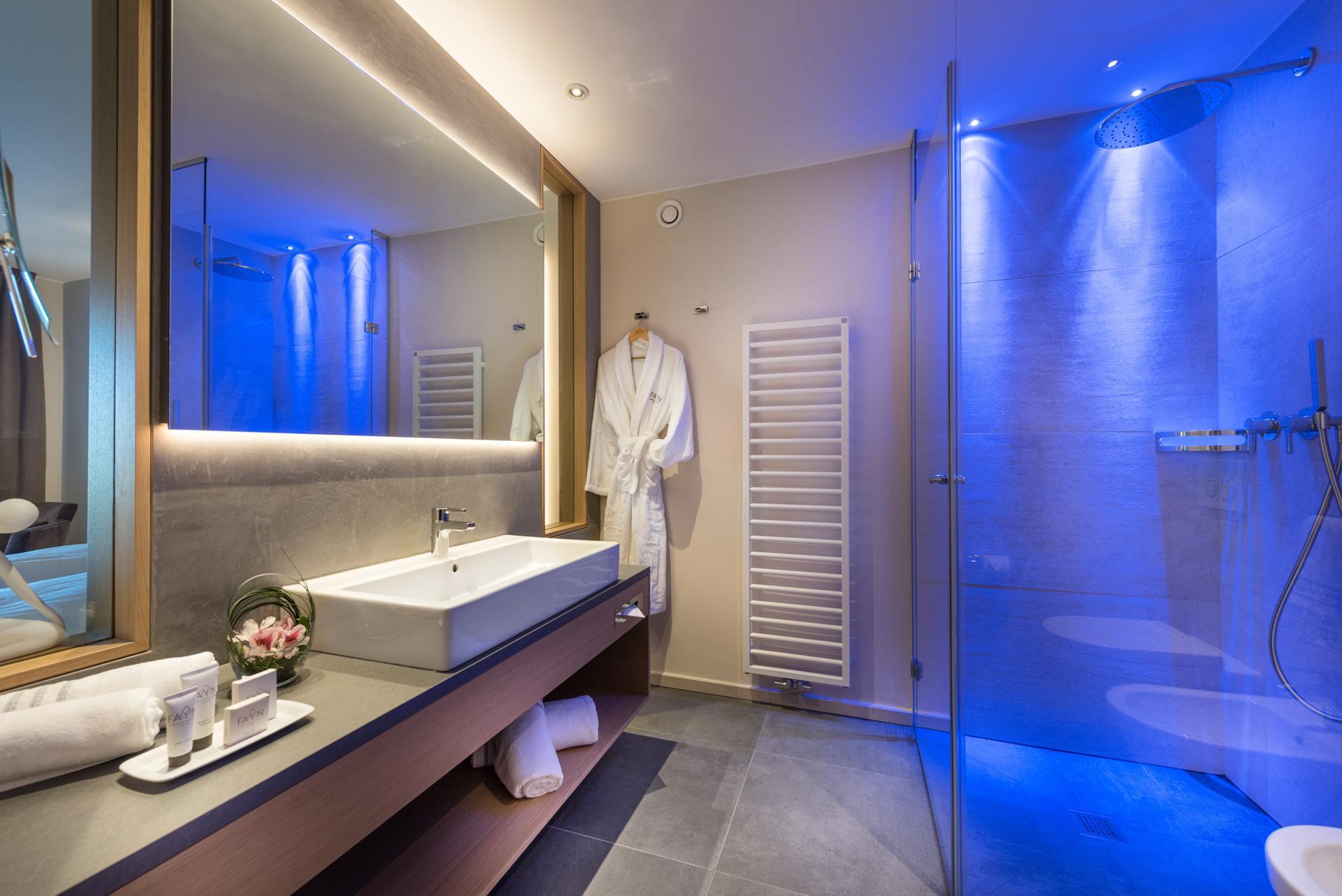 Zimmer detail hotel fayn 4 sterne hotel in algund bei for Meran design hotel